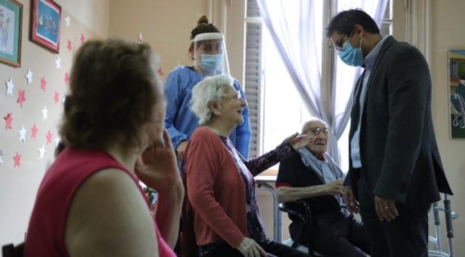 Inició la campaña de vacunación en los geriátricos de Córdoba