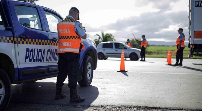 Polémicas multas de la Caminera por el uso de luces diurnas