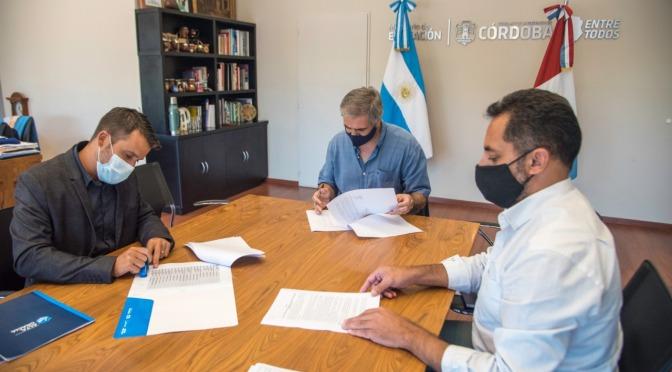Firma del convenio para el traspaso de auxiliares docentes a la órbita municipal