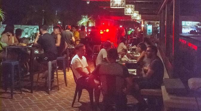 Córdoba restringe circulación nocturna y limita reuniones