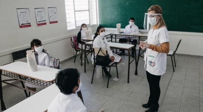 """Piden suspender las clases presenciales en distritos con """"explosión"""" de casos"""